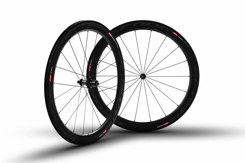 Roues carbone Scope R5c 55 mm pneu Campagnolo 11V Noir