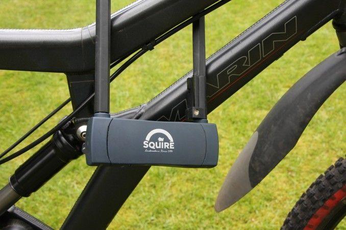 Antivol vélo Squire U Hammerhead 290 à code 290 x 105 mm D 15,6 mm Avec support - 1